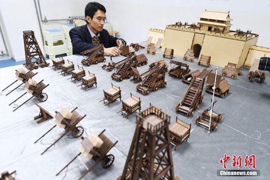 攻城军事器械模型。杨艳敏 摄