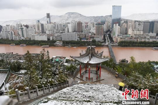 雪景映衬下的黄河兰州段美景。(资料图) 杨艳敏 摄