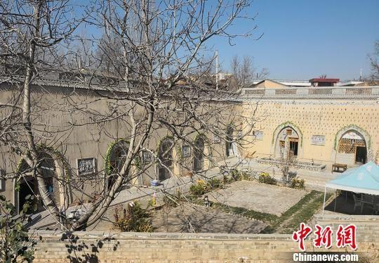 图为凤凰村修建窑洞体验园。 刘玉桃 摄
