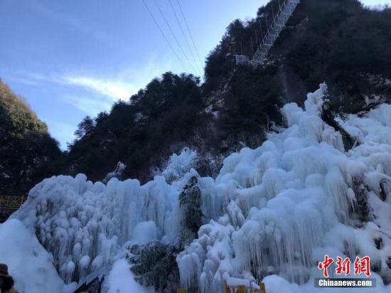 奇特造型的冰瀑景观。王文霞 摄