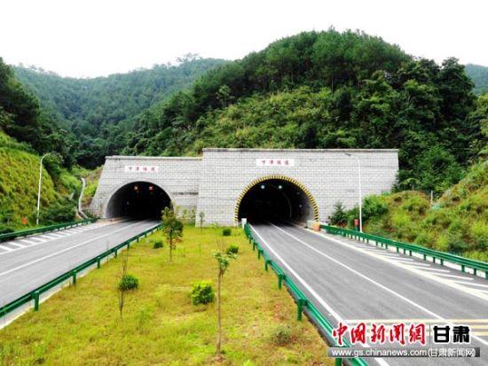 甘�C民企投�Y承建�V西梧州�h城高速公路建成通�