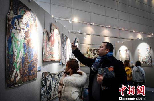 该展览由国家艺术基金支持,新疆龟兹研究院、兰州大学艺术学院、兰州大学敦煌学研究所、兰州大学校庆办联合主办。 崔琳 摄