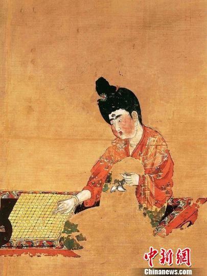 图为新疆阿斯塔那唐墓出土的《弈棋仕女图》。敦煌研究院供图