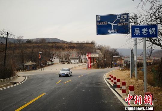 如今,毛寺村马路宽敞、基础设施正在逐步完善。 高展 摄