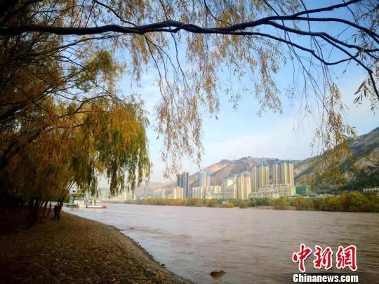 2018年拍摄的兰州城区黄河段秋景。(资料图) 杨艳敏 摄