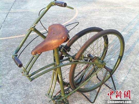 图为藏品1942年生产于英国的可折叠三枪自行车。甘肃省三木博物馆提供