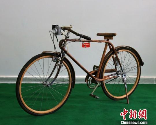 图为展示的古董自行车。甘肃省三木博物馆提供