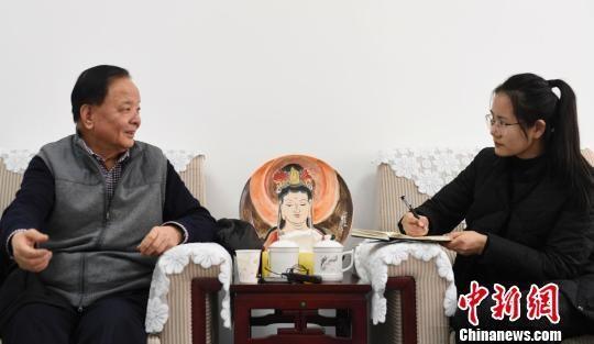 2019年1月,李最雄在兰州接受中新社、中新网记者专访。 杨艳敏 摄