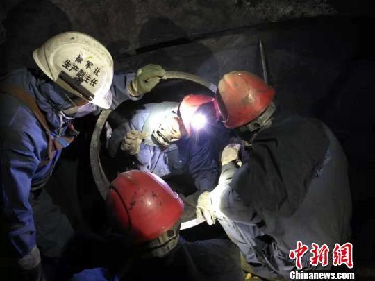 中国石油庆阳石化公司大检修两器清焦工作。(资料图) 钟欣 摄