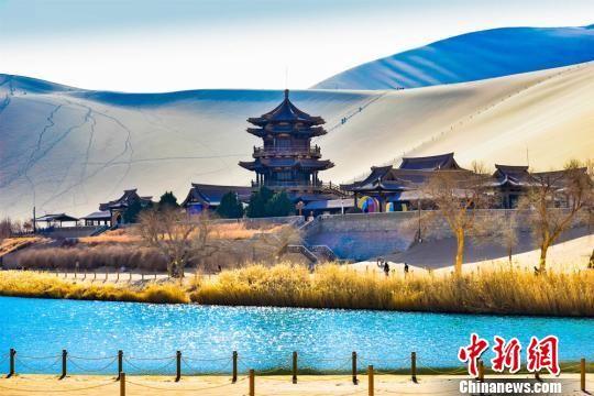 据敦煌市文化旅游部门统计,2019年截至3月4日,敦煌各大景区接待中外游客12.01万人次,同比增长8.93%。 王斌银 摄