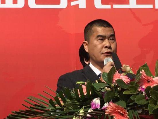 兰州工程材料机电设备商会秘书长陈鑫海做工作报告