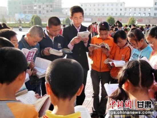 在庆阳,各中小学校中,中华经典诵读成为每个学生的必修课。