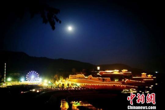 图为庆城夜景。(资料图) 杨玉林 摄