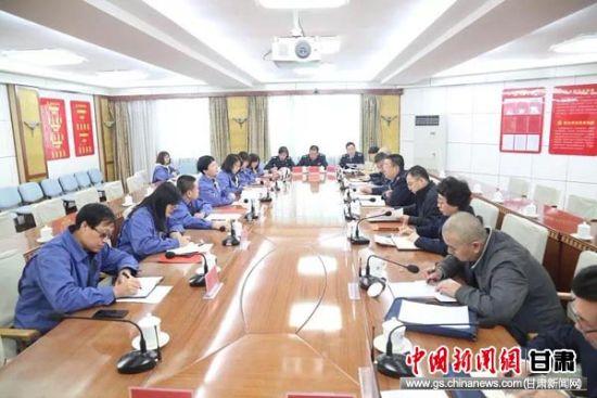 调研组在酒钢集团公司调研。