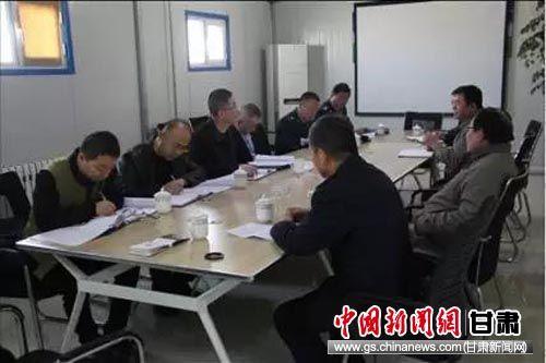 武威市税务局领导带队调研减税降费情况,与企业代表座谈。