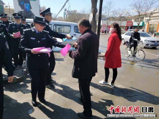 静宁县首个以民警名字命名的社区警务室挂牌成