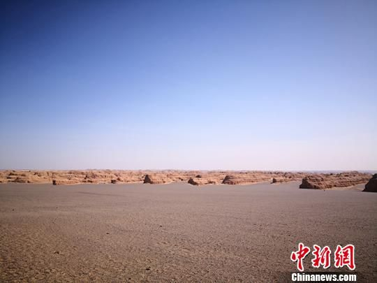 图为敦煌世界地质公园标志性景观――典型而稀有的雅丹地貌。(资料图) 冯志军 摄