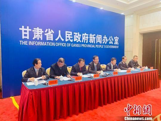 """5月16日,甘肃省政府新闻办举行""""扫黑除恶""""主题系列发布会的第五场。 高康迪 摄"""