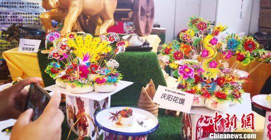 图为甘肃庆阳特色小吃花馍展示。 周孔 摄