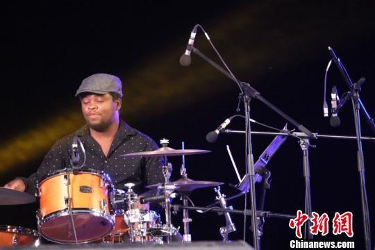 图为2019中国·民勤沙漠国际爵士音乐会现场。 马爱彬 摄
