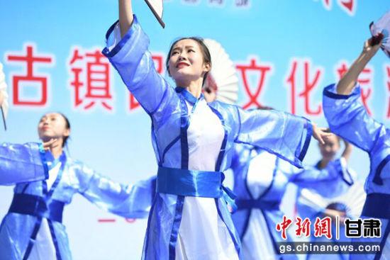 图为歌舞剧《青城之恋》。