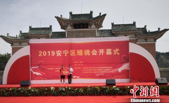 朱宗灿一举摘得2019年安宁区蟠桃会上的桃王桂冠。 刘薛梅 摄