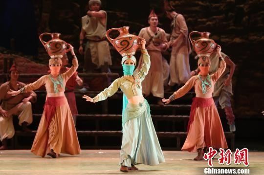 图为甘肃经典舞剧《丝路花雨》剧照。(资料图) 钟欣 摄