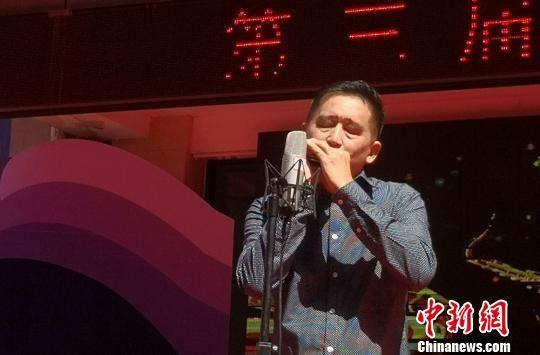 图为华夏口琴艺术节口琴表演。 刘玉桃 摄