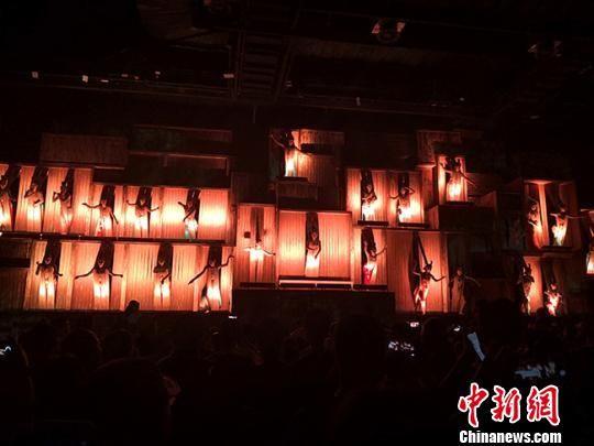 图为2019年8月中旬,大型室内情景体验剧《又见敦煌》演出剧照。 冯志军 摄