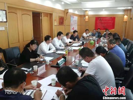 图为督导组赴甘肃市州开展医疗综合监管风暴行动的现场。 钟欣 摄