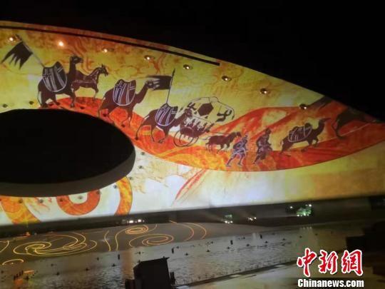 图为演艺节目展示的中华文明,丝绸之路。 杜萍 摄