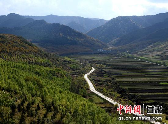 图为元古堆村秋日景色。