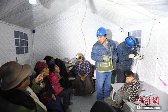 位于震中的甘�C省夏河�h唐尕昂�l�S科自然村藏族受�拿癖�被安置在救��づ裰小V行律缬�者 �钇G敏 �z