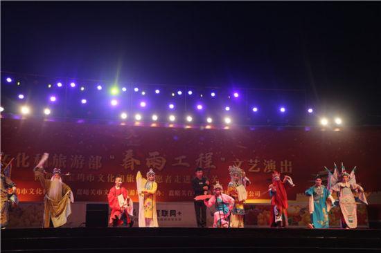 春雨工程文化旅游志愿者走进嘉峪关活动之秦腔表演《多彩陕西》。