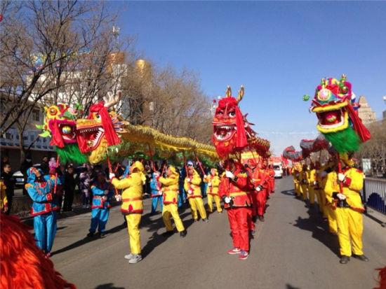 """""""唱响十九大 欢乐过大年""""社火迎新春展演比赛活动之舞狮表演。"""
