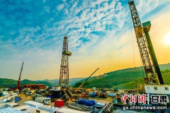图为城壕油田积极打造国家级页岩油开发示范区。张鹏飞 摄