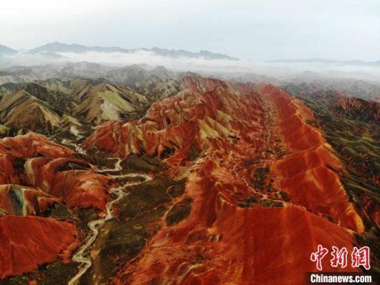图为张掖丹霞景观。(资料图) 杨艳敏 摄
