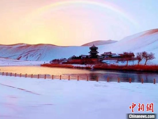 图为月牙泉冬日美景。(资料图) 王斌银 摄