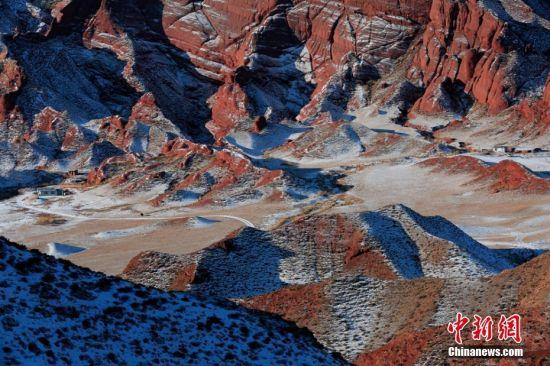 张掖平山湖大峡谷丹霞以流水沟壑为基本特征,宽度在2公里至15公里之间。 杨永伟 摄