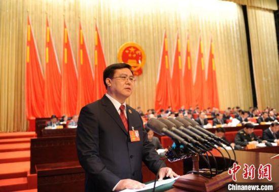 1月12日,甘肃省人民检察院检察长朱玉在甘肃省第十三届人民代表大会第三次会议上作检察院工作报告。 李杨 摄