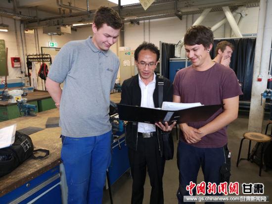 国际交流,潘从明与国际同行开展技术交流,相互提升技术水平,得到国外专家的一直称赞。