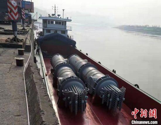 锅炉运抵乐山市,经长江准备发运上海港。兰州石化公司供图