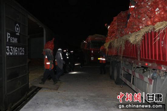 中铁兰州局集团调运60吨土豆90吨