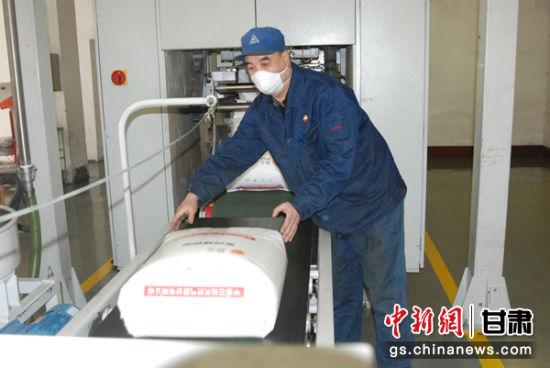 �m州石(shi)化公司jiu)郾┬爸猛2qi)它�a品生�a,�D�a�o�布聚丙烯�y(xian)�S�S昧�S900。