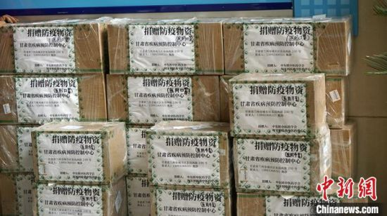 图为匈牙利华侨华人定向捐助甘肃省疾控中心的防控物资。 魏建军 摄