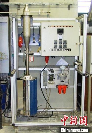 图为兰州石化采购的热磨损测试仪设备。(资料图) 郦鑫 摄