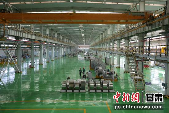 图为金川公司民营经济产业园镍合金生产线。(资料图)张俊成 摄