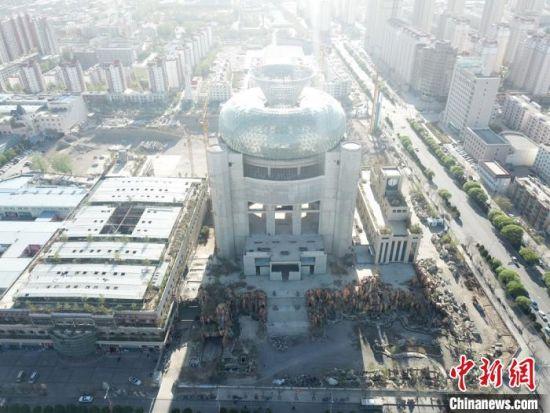 图为航拍李新民计划建设50万平米超大型项目富康天宝文旅综合体项目。 甘肃富康商贸集团供图 摄
