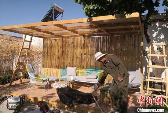 图为会宁乡村特色民宿正在进行收尾工作。 刘玉桃 摄
