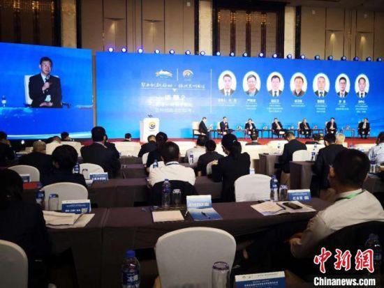 """7月2日,""""聚力创新驱动・振兴兰州制造""""高峰论坛在兰州举行。 刘薛梅 摄"""
